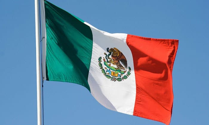 what bird is on the mexican flag